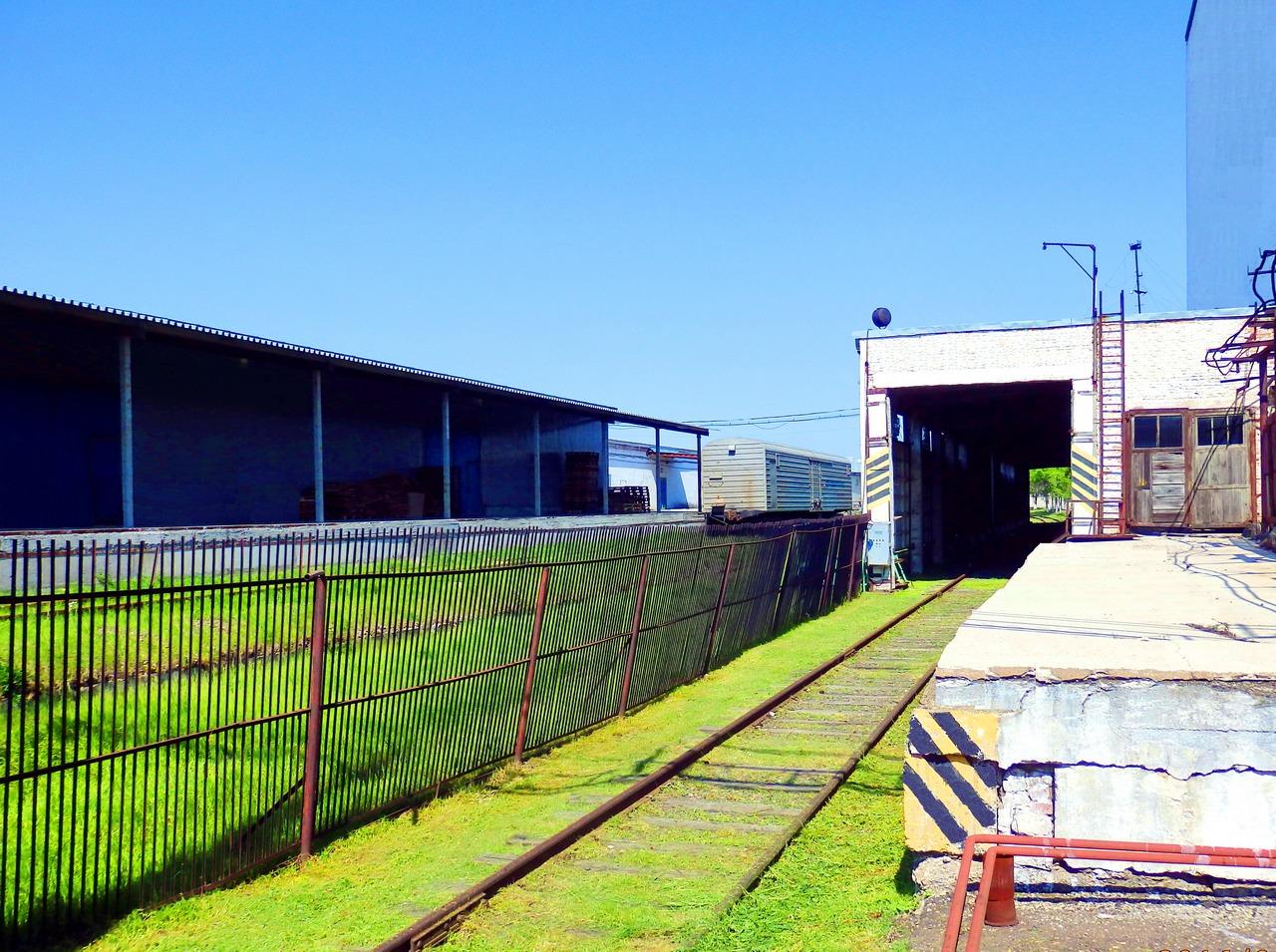 Железнодорожный подъезд к складам