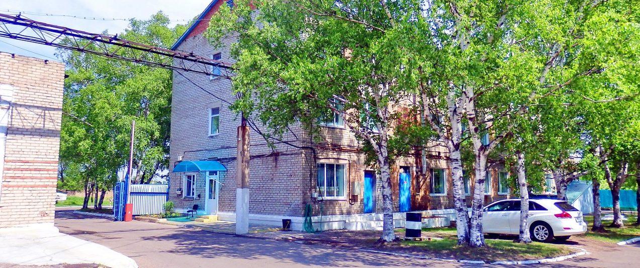 Административное здание с офисными помещениями
